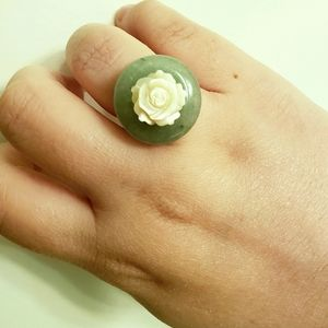 Natural carved jade mother of pearl rose ring
